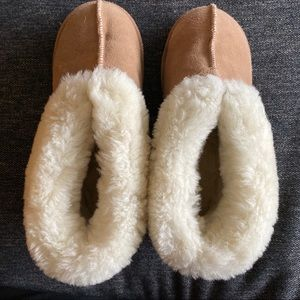 Shearling boots / slippers